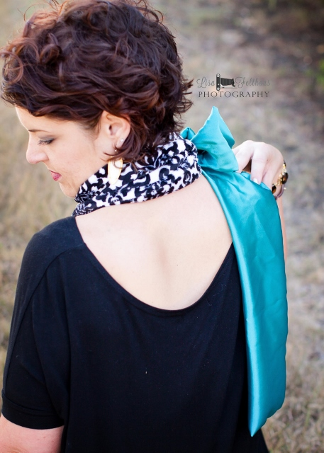 Free Neck Warmer Pattern for ladies. Download this easy to sew scarf pattern. It would make lovely gifts for Mother's Day, birthdays or Christmas.